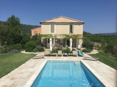 Photo for Charming cottage between Saint-Saturnin-Lès-Apt and Gargas