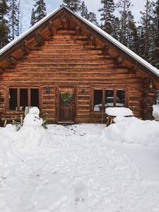 Escape the heat & stay in this quiet mountain cabin! Plenty of trails nearby!