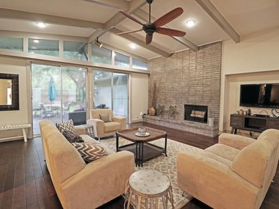 Photo for LUXURWAY THE NEW GROVE - 4 BR+3 Bath TMC Home Rental, MD Anderson Lodging, NRG
