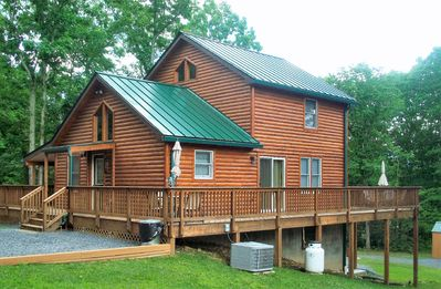 Newly-built beautiful custom log home within walking distance of the Shenandoah Outfitters