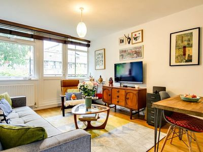 Photo for Vibrant 1 bed flat w/balcony, sleeps 4, Old Street