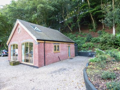 Photo for WOODLAND COTTAGE, pet friendly in Eccleshall, Ref 954503