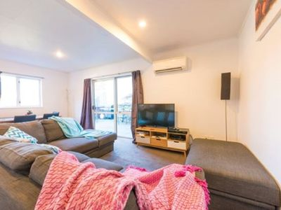Photo for Cosy but spacious apartment. Great base for Queenstown adventures! 10 min walk.