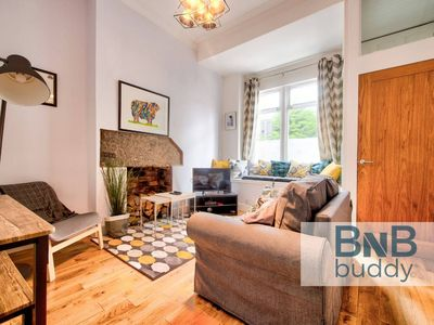 Photo for Ultra Stylish 2bd Apt in City Centre (sleeps 6)