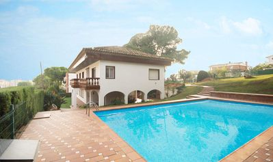 Photo for Villa with pool, garden and tennis in Calafell
