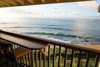 Lanai with amazing view of the ocean.  The waves are mesmerizing.