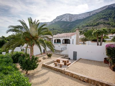 Photo for Beautifully renovated casa (6 pers.) With great view over Dénia to the sea.