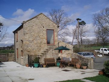 THE BOTHY - Detached listed cottage, rural location close to town, pet friendly