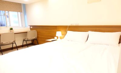 Photo for 09 Newly Renovated Downtown MRT Metro Hotel Suite 市中心捷運站旁酒店式套房