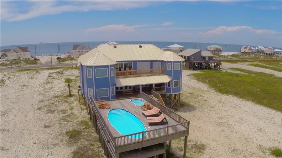Luxury Bayfront 6 Bedroom House on Private beach with Pool, Jacuzzi, Gazebo