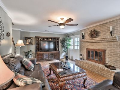 Photo for Designer delight, 4 bed 3 bath with office