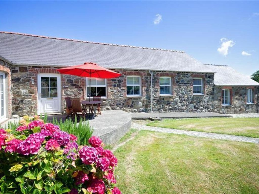 cottage a grade exterior listed copi holiday and caersws ref to in cottages ii powys timber wales stone the rent trefeglwys pen of near mid century