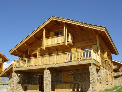 Photo for Luxurious and cozy wooden chalet with wellness center near the Alpe d'Heuz