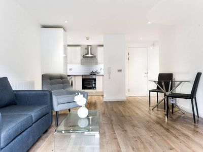 Photo for Contemporary and Stylish 1BR Apartment