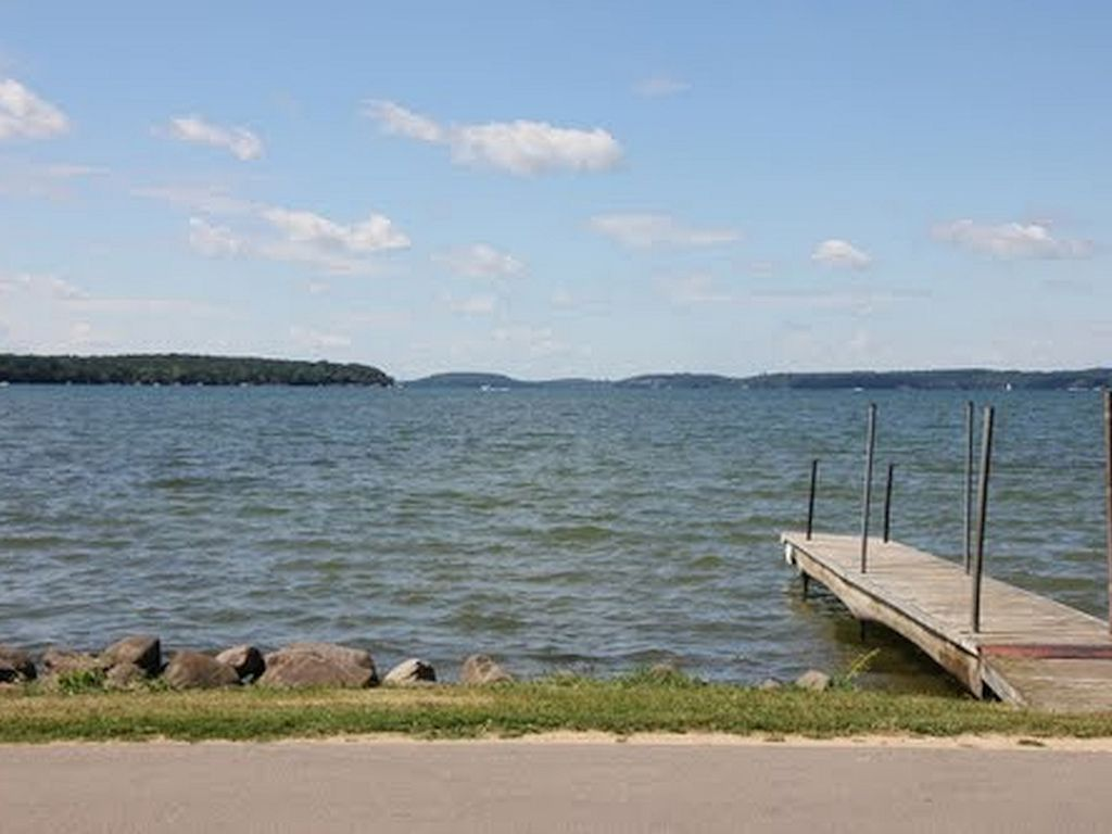 Summer weeks weekends available fishing lodge w lake for Wisconsin fishing lodges