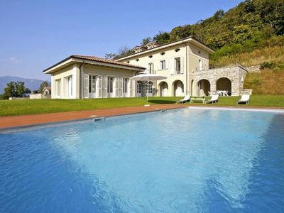 Photo for Villa Il Portico, Suna  in Verbania - 10 persons, 5 bedrooms