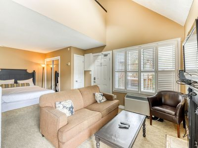 Photo for Well-located condo w/ shared hot tub, pool & tennis - walk to lift, dogs OK!