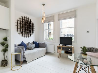 Photo for Chic Apt in Trendy Islington with Cafes, Restaurants & Angel Tube Station.