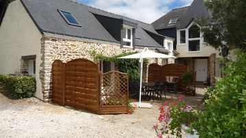 The Annexe: renovated house, heated pool, accommodating 4 people