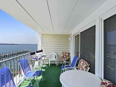 Photo for Next to Convention Ctr - Cute Condo w/ Pool & Bay Views - 2 Blocks to Beach