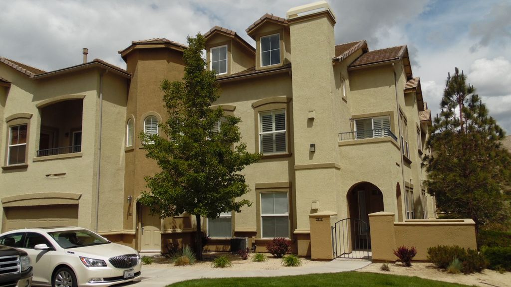 Upscale Townhome In Gated Community Off Mt Rose Reno