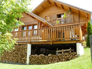Comfortable apartment in chalet, ideal skiers walkers and cyclists