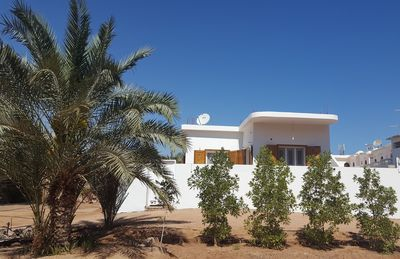 Photo for Quiet and private area , in walled grounds, 50m to beach, with jacuzzi bath