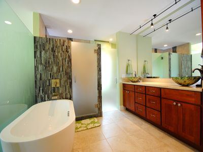 Photo for Palms at Wailea #205, 2Bd/2Ba, Luxurious, Spacious, Fantastic Location!