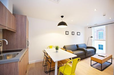 Manchester Piccadilly Two Bedroom Sleeps 5 - Living Area With Dining And Kitchen