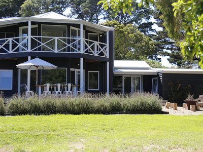 Photo for Mornington Peninsula Wine Country Escape