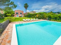 Beautiful, spacious villa with gorgeous grounds!