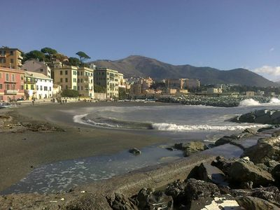 Photo for City apartment just minutes from the sea. Conditioned air. Free WiFi.