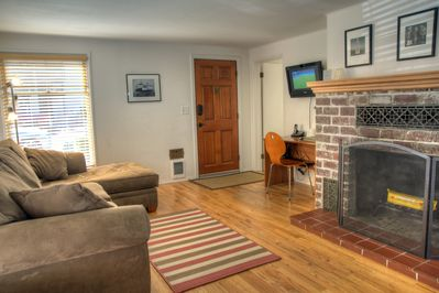 Fireplace, Cable TV, Wi-Fi, Free Long Distance (US & Canada)
