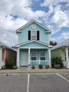 2BR/2BA Cottage, Walk to Beach, Fully Equiped Kitchen, Private Entrance, Patio!