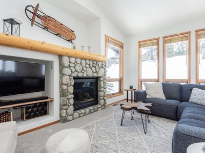 Photo for Contemporary mountain condo with private patio, mountain views and shared hot tub