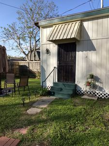 Private, safe and quiet, convenient to airport, dining, New Orleans 10 minutes.