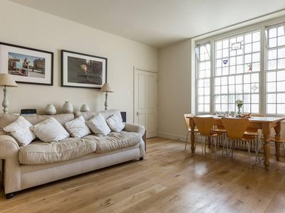 Photo for Spacious 2BR Flat in Kensington