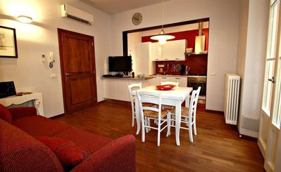Photo for Apartment in the center of Florence with Air conditioning, Lift, Terrace, Washing machine (358609)