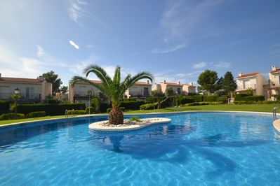 Swimming pool - community area - residence.