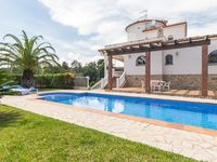 Good spacious villa and excellent pool