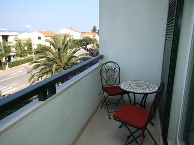 Photo for One bedroom apartment with balcony and sea view Makarska (A-6632-b)