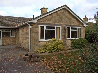 Photo for HONEYWICK, pet friendly, with open fire in Brailes, Ref 11747