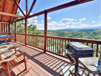 Photo for 4BR Mountain-View Cabin w/Theater, Hot Tub - Newly Renovated