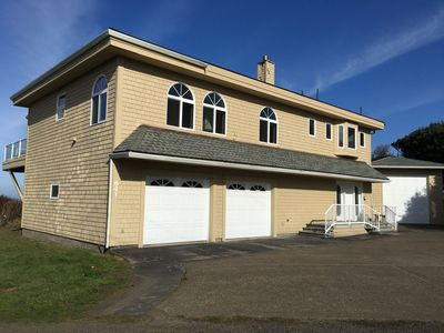 Photo for Built for fun!  Crashing waves, hot tub and game room. Sleeps 8 adults.