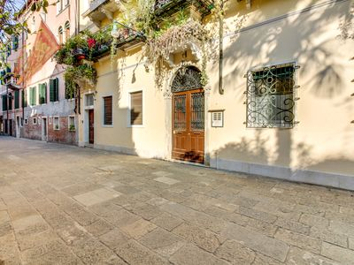 Photo for Stylish apartment with a small terrace and a fantastic Dorsoduro location!