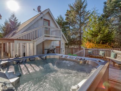 Photo for Charming Modern Cottage By Park and Café Has King Suite, Hot Tub!