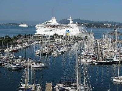 Photo for Located on the port of Toulon. View exceptional bay ... No need for car !!
