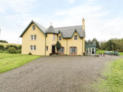 Photo for TULCHAN LODGE, pet friendly, with open fire in Crieff, Ref 953719