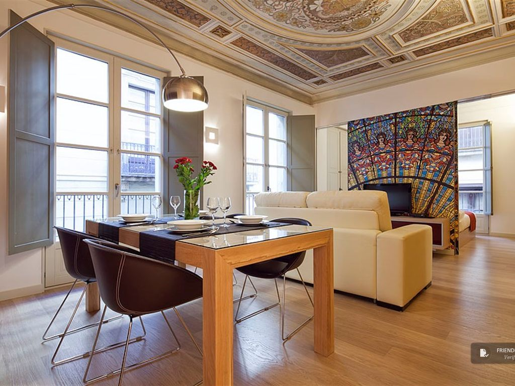 friendly rentals the ptf palau de la musica apartment in barcelona