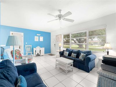 Kick back and enjoy time spent in our living room with HDTV! - Cool tile floors, white wicker and fun blues welcome you to Venice Island Parkdale House where you can kick back and enjoy your Florida vacation!
